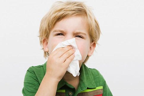 Bài thuốc dân gian trị cảm cúm cho bé