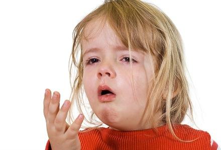 trẻ em dễ bị ho do cảm lạnh
