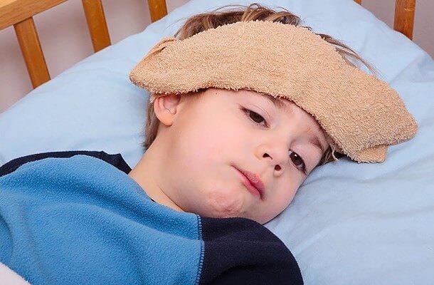Trẻ bị sốt virus